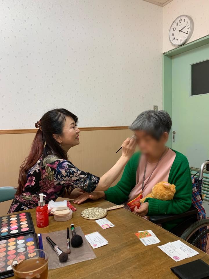 初めての【沖縄の障がい者施設でメイクセラピー活動!】